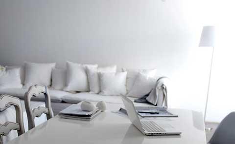 סלון וחדר אוכל בצבעי לבן עיצוב ישראלי