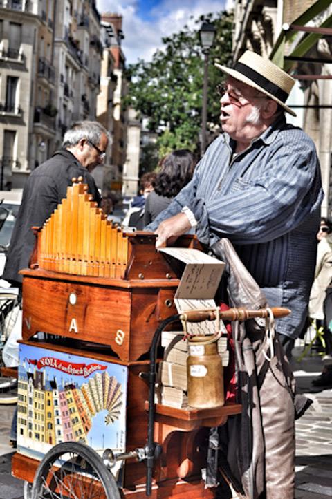 נגן רחוב בפריז