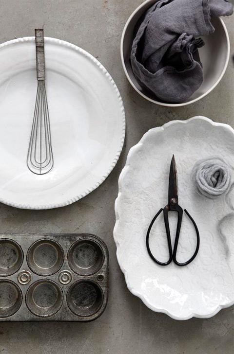 מתוך אוסף הכלים של דיאנה. סטיילינג: דיאנה לינדר | צילום: דניה ויינר