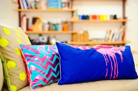 כריות צבעוניות של וולף טקסטיל