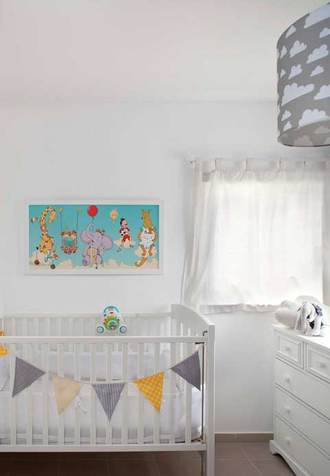 חדר ילדים לבן ומודרני. כל הצילומים בפוסט: רן לדין