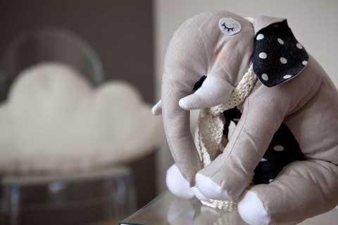 בובת פיל של יוצרת הבובות יפעת פורשר